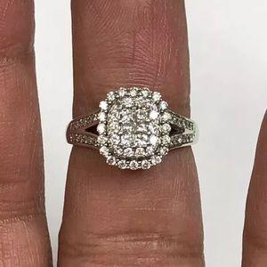 Jewelry - Beautiful 1 carat 10k white gold diamond ring